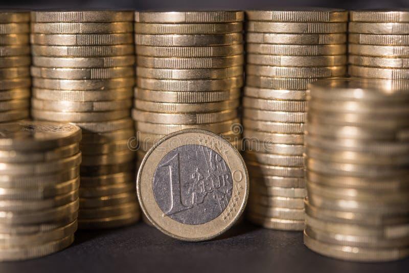 Monedas de un euro imagen de archivo