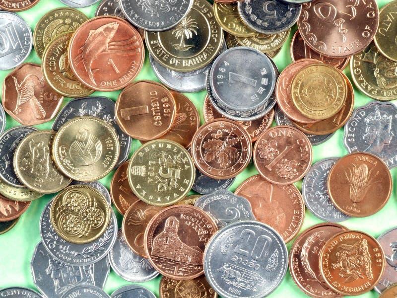 Monedas del dinero en circulación del mundo imagenes de archivo