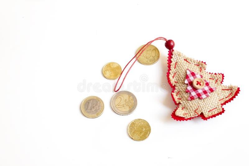 Monedas del euro del árbol de navidad imagen de archivo