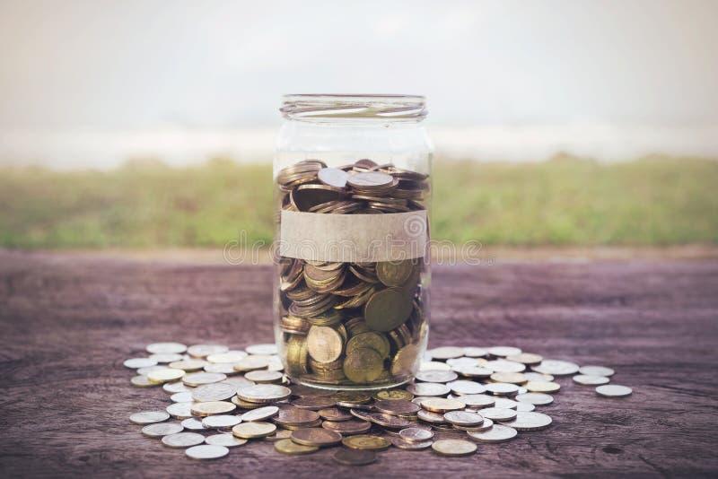 Download Monedas en la madera foto de archivo. Imagen de idea - 64201008