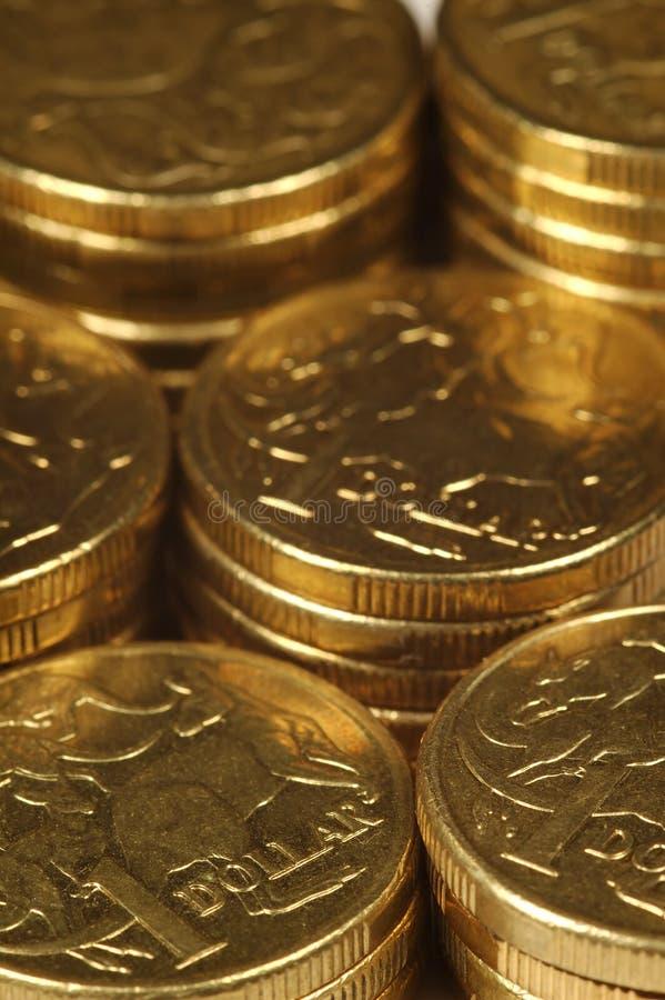 Monedas en pilas fotos de archivo