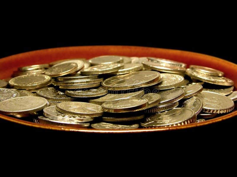 Monedas En Placa De Sopa Fotografía de archivo