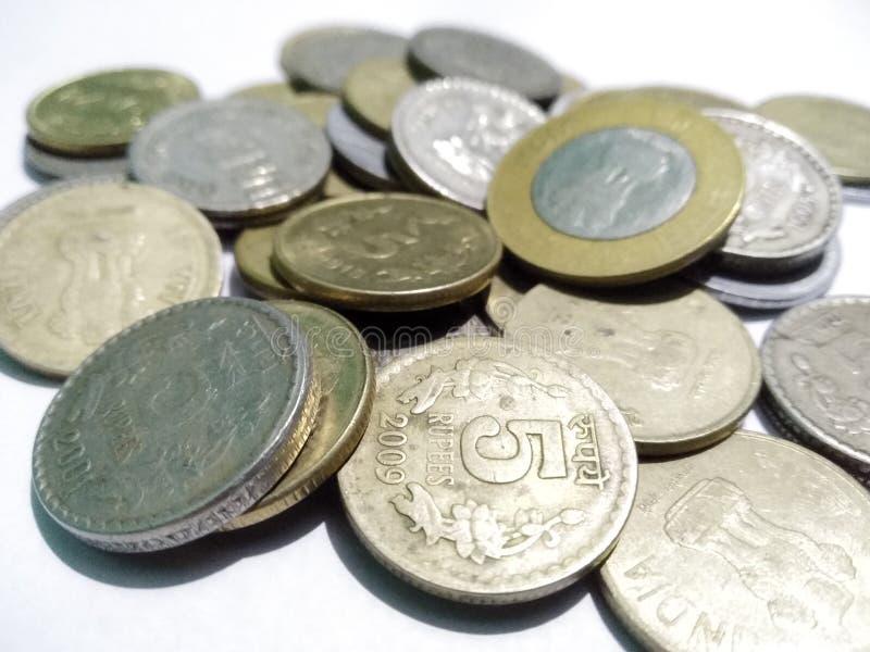 Monedas indias 10 y 5 rupias imagenes de archivo