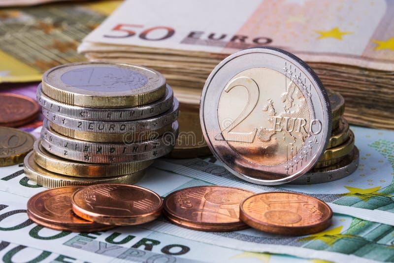 Monedas y billetes de banco euro La moneda de la unión europea foto de archivo libre de regalías