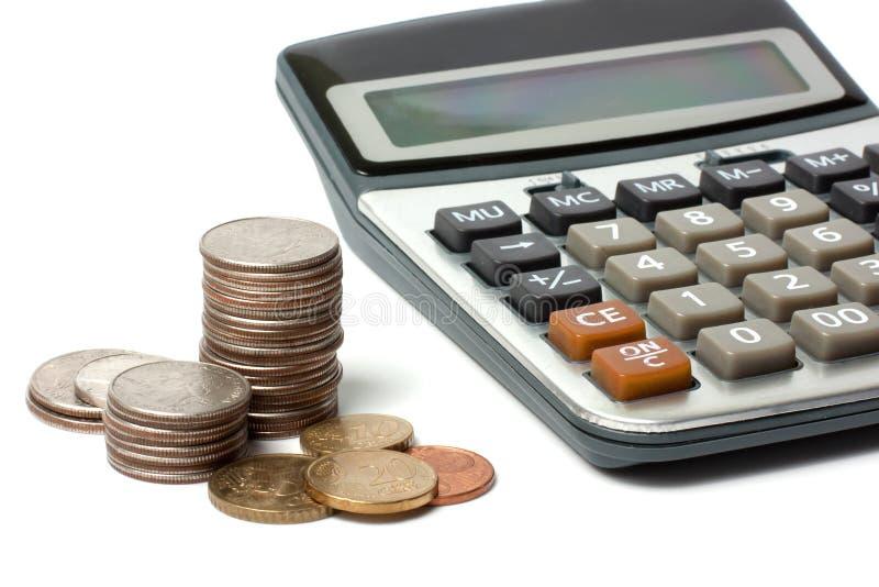 Monedas y calculadora imágenes de archivo libres de regalías