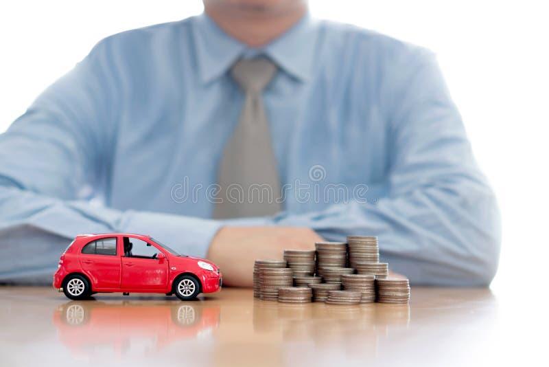 Monedas y coche cada vez mayores de protección de la persona imagen de archivo