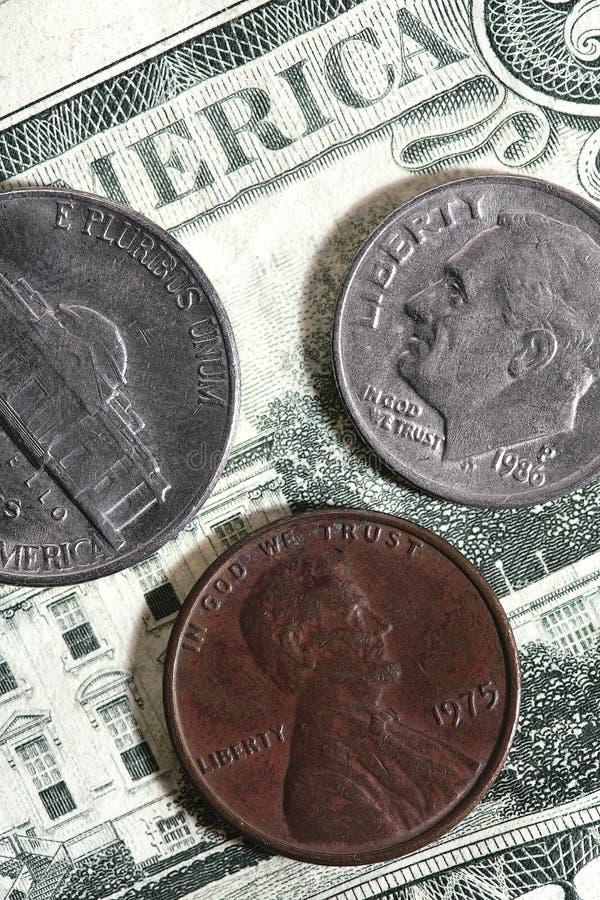 Monedas y cuentas imagen de archivo
