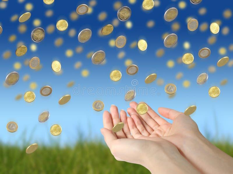 Monedas y manos imagenes de archivo