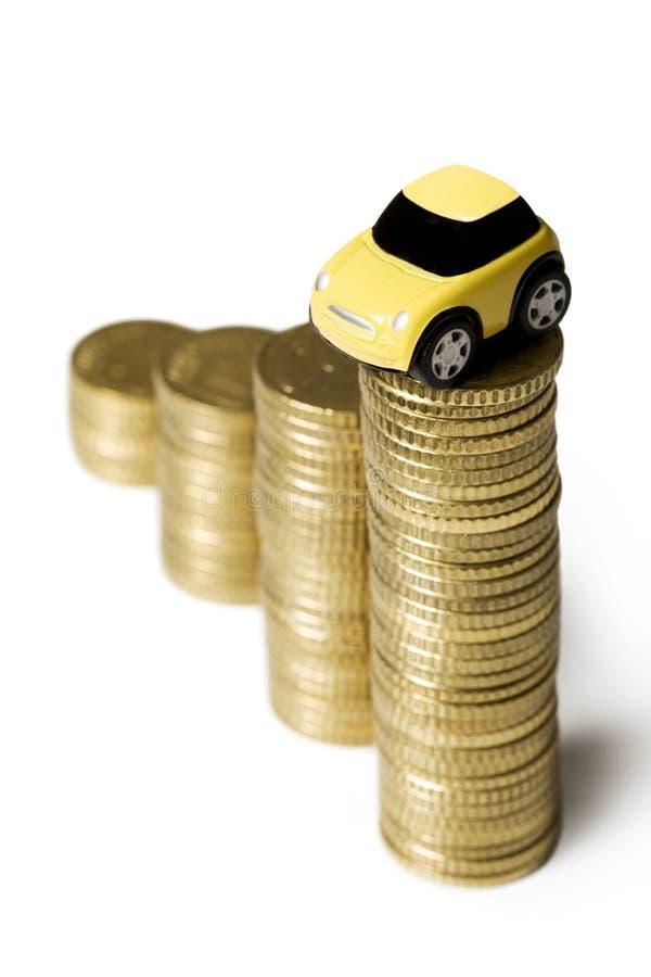 Monedas y un coche imagen de archivo libre de regalías