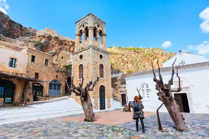 Monemvasia hus och kyrka i Peloponnese, Grekland fotografering för bildbyråer
