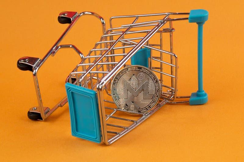 Monero MNR è un modo moderno dello scambio e questa valuta cripto è mezzi di pagamento convenienti nel finanziario immagine stock