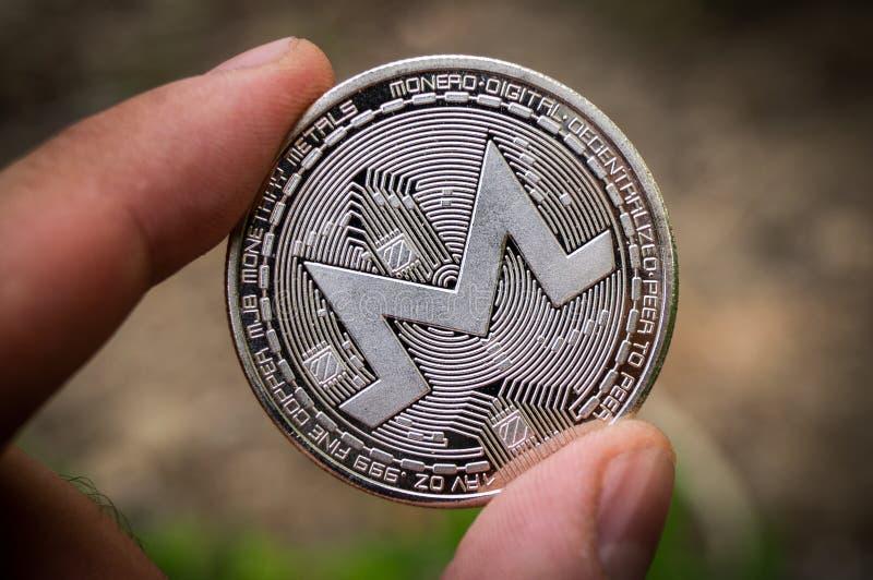Monero MNR es una manera moderna de intercambio y esta moneda crypto es los medios del pago convenientes en el financiero fotos de archivo
