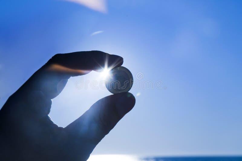 monet euro ręka trzymająca zdjęcia stock
