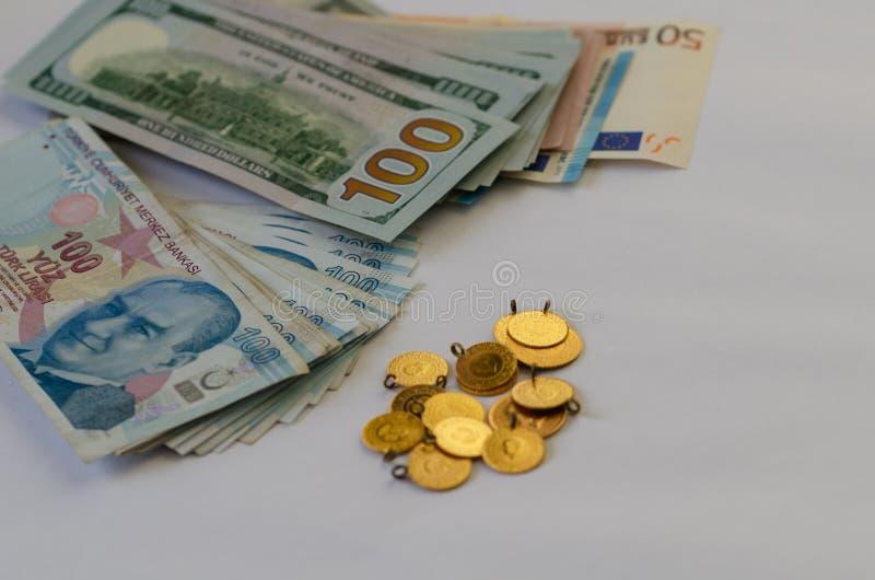 monet pojęcia ręk pieniądze stosu chronienia oszczędzanie Inwestycja i finanse obrazy stock