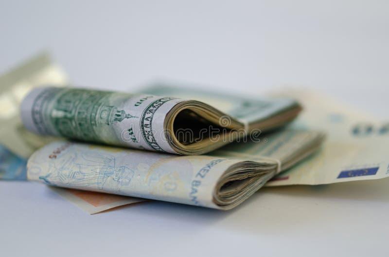 monet pojęcia ręk pieniądze stosu chronienia oszczędzanie Inwestycja i finanse zdjęcia royalty free