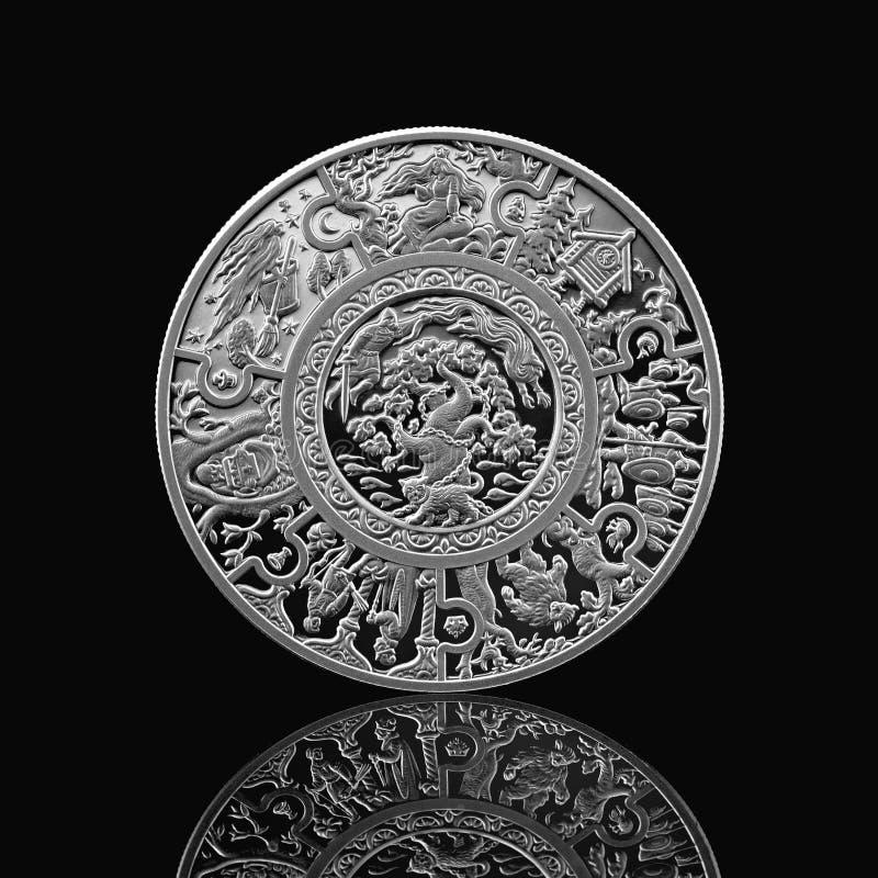 Moneta d'argento di racconti russi sul nero immagine stock