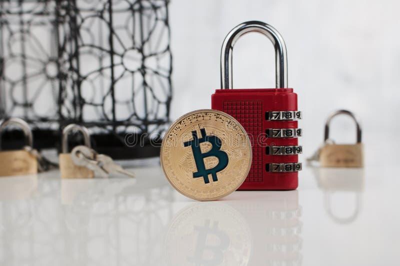 Moneta del bitcoin dell'oro fotografia stock