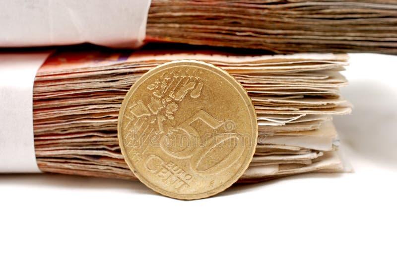 moneta dell'euro centesimo 50 su un fondo della banconota fotografie stock libere da diritti