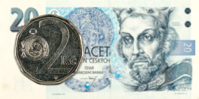 moneta della corona di 2 Cechi contro la banconota della corona di 20 Cechi immagini stock