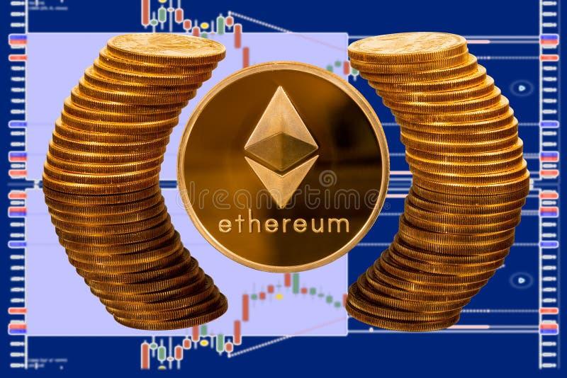 Moneta di Ethereum circondata dal cerchio riflesso delle monete di oro pure immagine stock