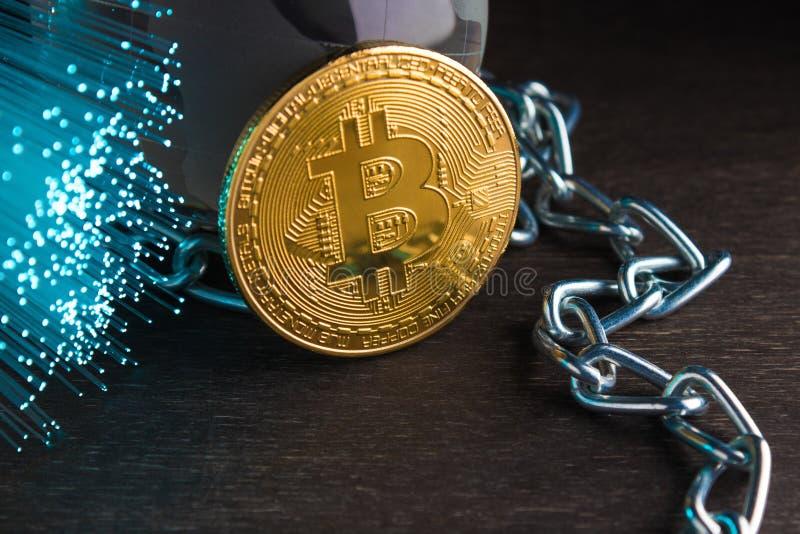 Moneta di oro Concetto del bitcoin cripto di valuta del mondo Pagamenti elettronici, tecnologia del blockchain fotografie stock