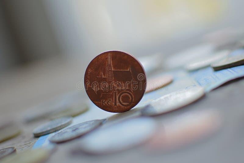 Moneta na jego stronie fotografia stock