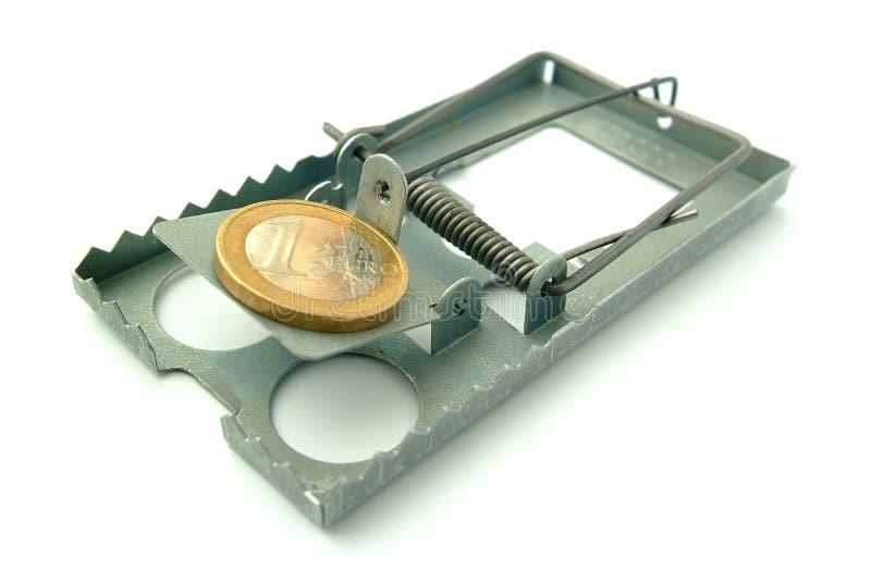 Moneta sul mousetrap fotografia stock