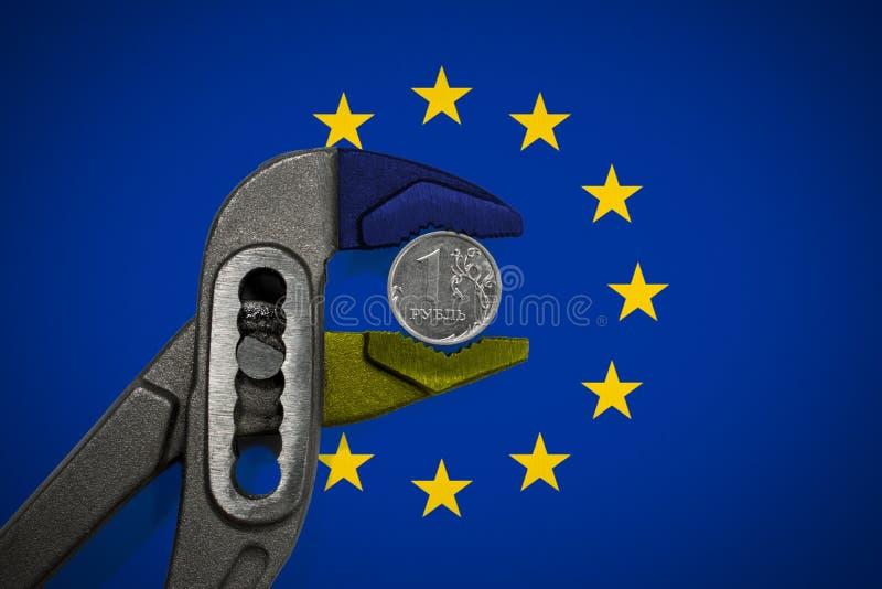 Moneta w imadle na tle flaga UE obrazy stock