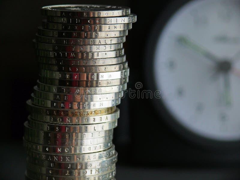 Monete accatastate argento immagini stock libere da diritti