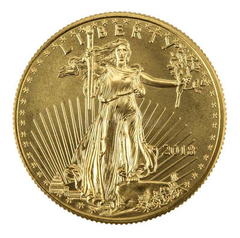 Monete americane dorate dell'aquila su fondo bianco disposto sulla s sinistra immagine stock