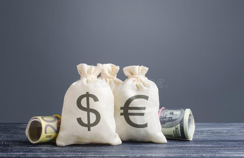 Monete e monete Investimenti in capitali, risparmi Economia, attività di prestito Utili utili, dividendi distribuiti fotografia stock