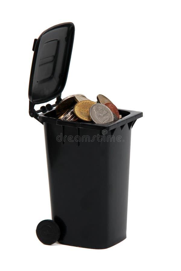 Monete europee nello scomparto dei rifiuti immagine stock libera da diritti