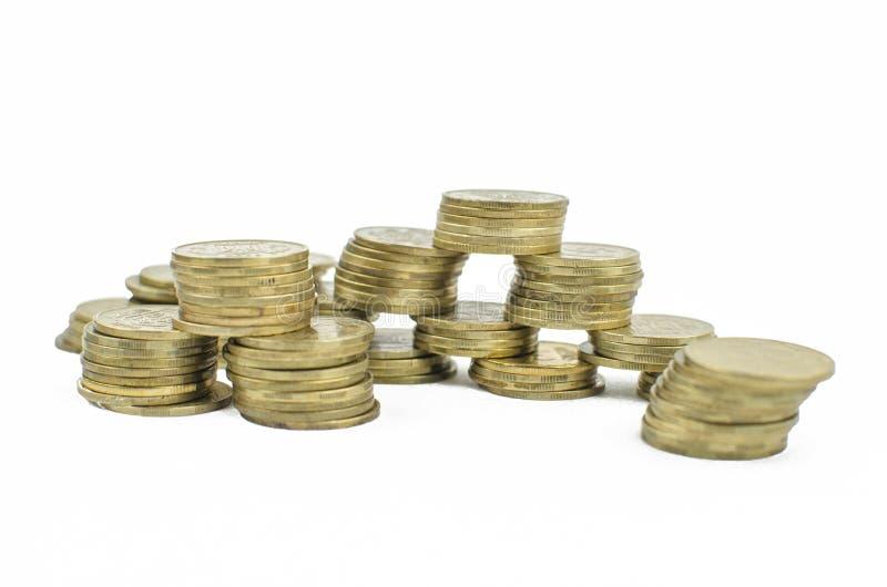 monete su un fondo isolato Soldi di risparmio, accumulantesi per la realizzazione di un sogno immagine stock