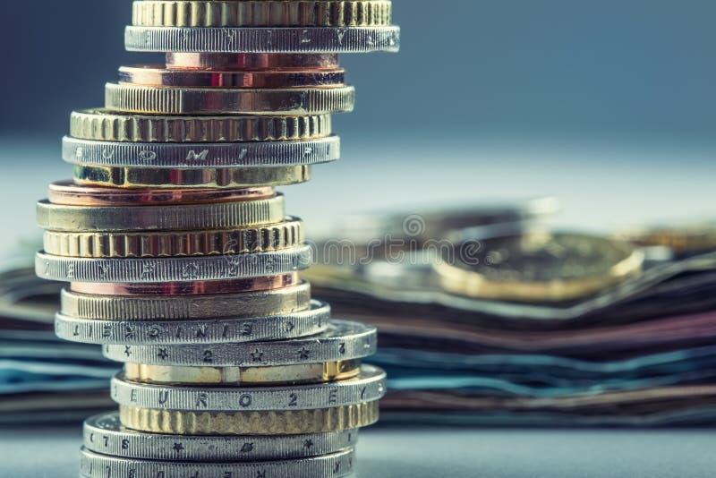 monety euro banka euro pięć ostrości sto pieniądze nutowa arkana banknot waluty euro konceptualny 55 10 Monety brogować na each i zdjęcie royalty free