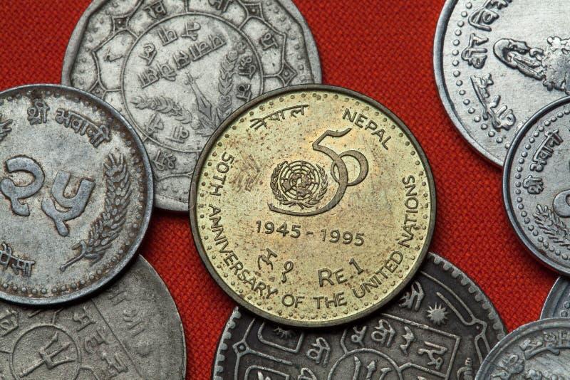 Monety Nepal Narody Zjednoczone 50th rocznica zdjęcia stock