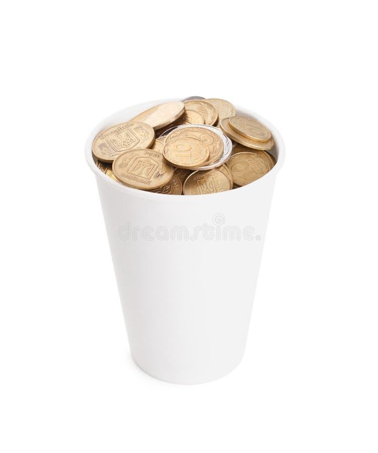 Monety w białej filiżance na bielu fotografia stock