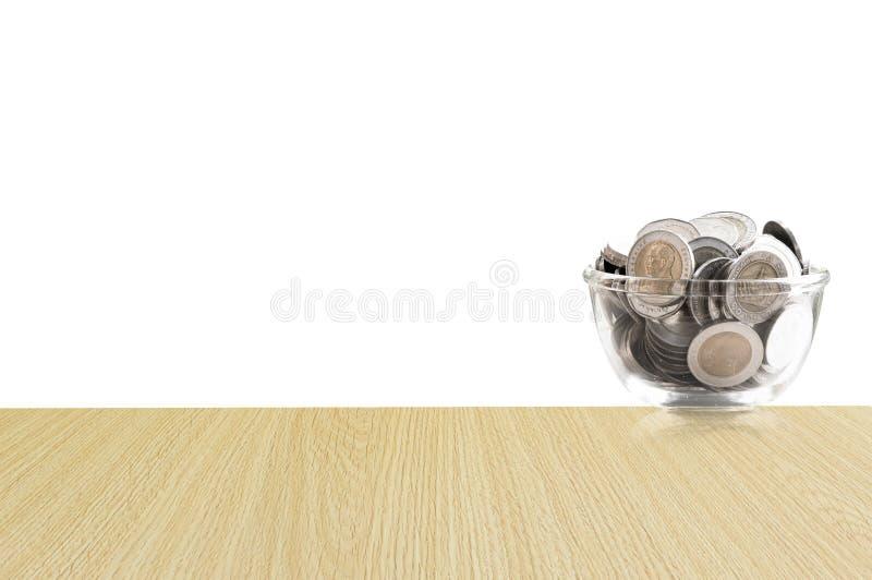 Monety w szklanym słoju na Drewnianej podłoga, savings monety I interesu pojęcia oszczędzania pieniądze pojęcie, - inwestycja, na obraz stock