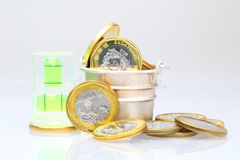 Monety z poziomem wody zdjęcie royalty free