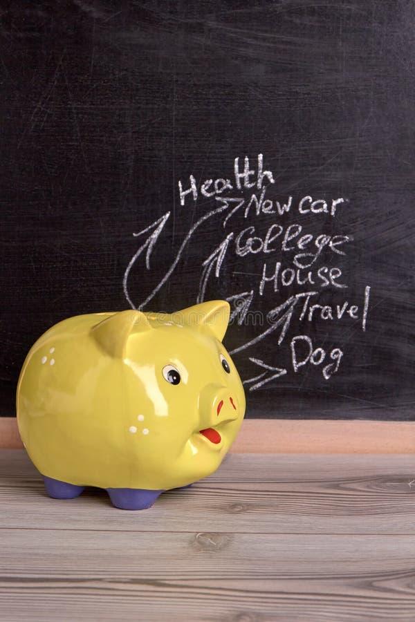 Moneybox amarillo del cerdo imagen de archivo libre de regalías