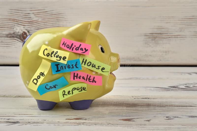 Moneybox amarillo del cerdo imágenes de archivo libres de regalías