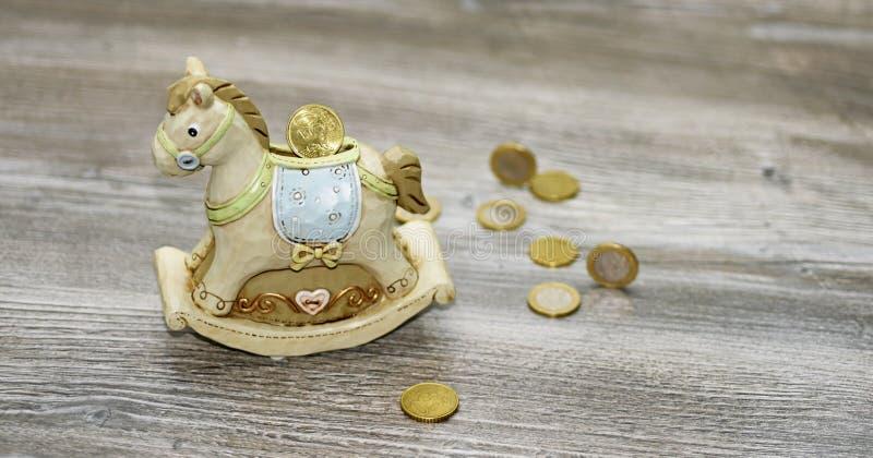 Moneybox in Form eines Pferds stockfotos