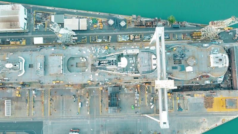 MONFALCONE WŁOCHY, SIERPIEŃ, - 9, 2017 Antena wierzchołka puszka widok niedokończony statek wycieczkowy MSC Seaview przy Fincanti fotografia royalty free