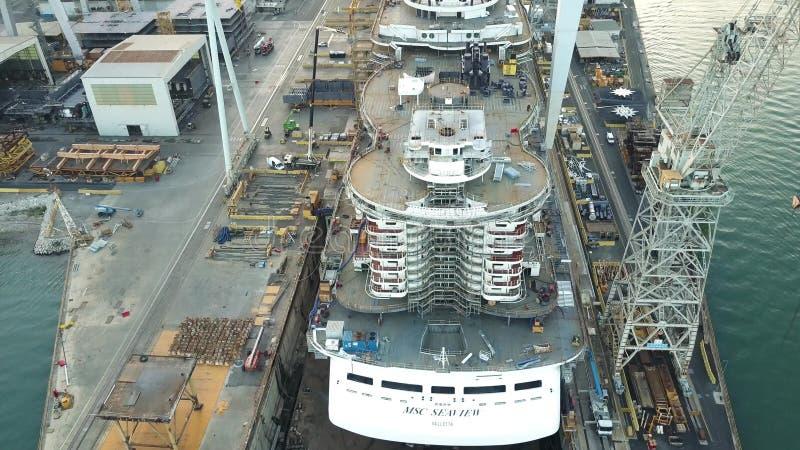 MONFALCONE WŁOCHY, SIERPIEŃ, - 9, 2017 Widok z lotu ptaka niedokończony statek wycieczkowy MSC Seaview przy Fincantieri stocznią zdjęcia royalty free