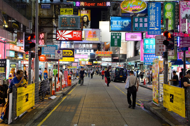 Mong Kok teren przy nocą obraz stock
