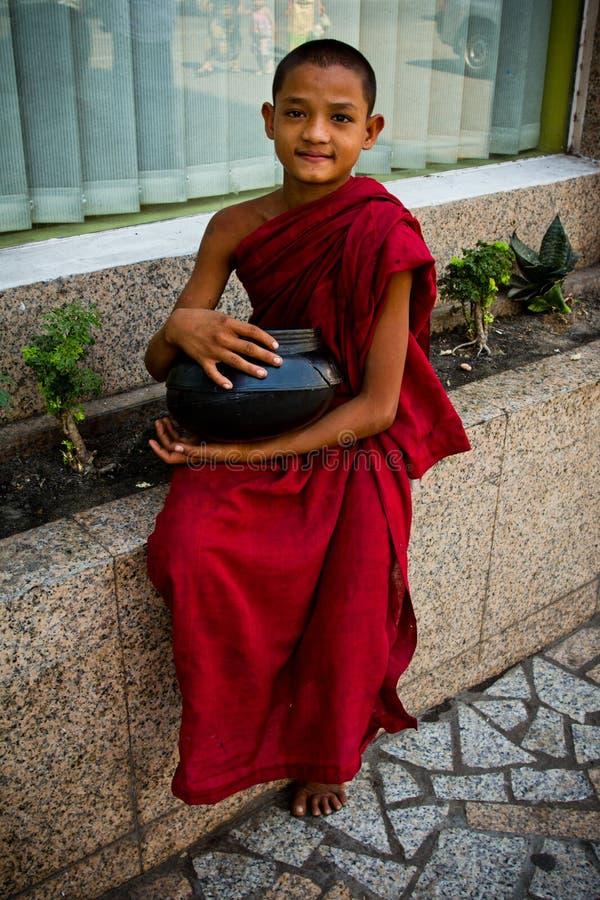 Monge budista do principiante de Yangon, Myanmar foto de stock
