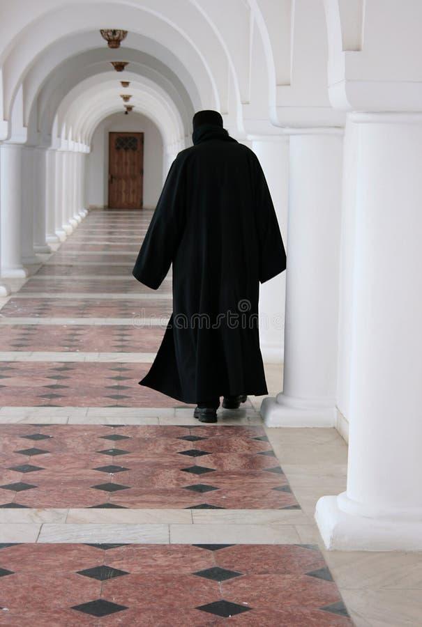 Monge de um monastério ortodoxo romeno imagem de stock royalty free
