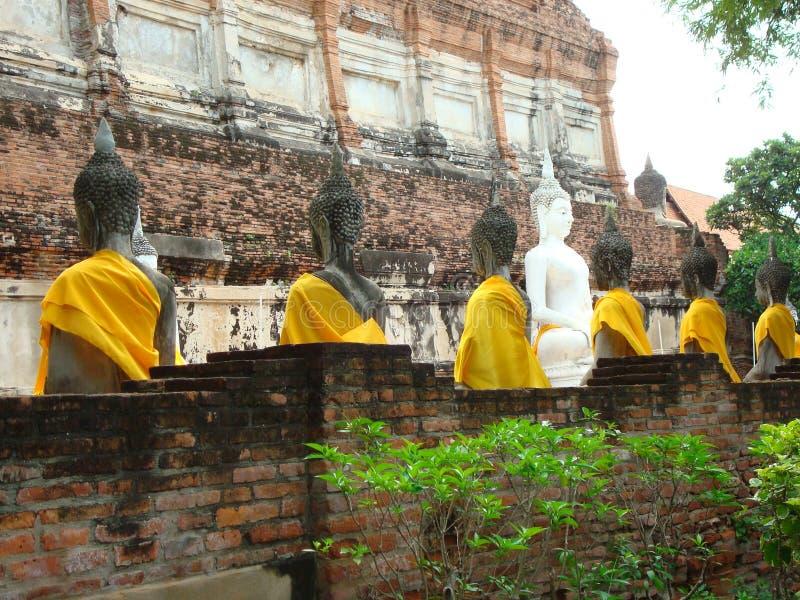 Monge Statue com estudante Disciples em Ayutthaya, Tailândia fotos de stock
