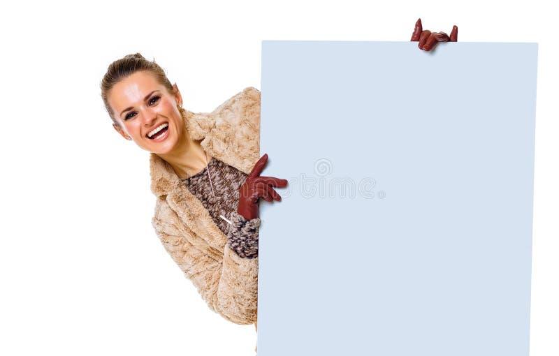 Monger na biały przyglądającym out od pustego rachunku deski zdjęcie stock