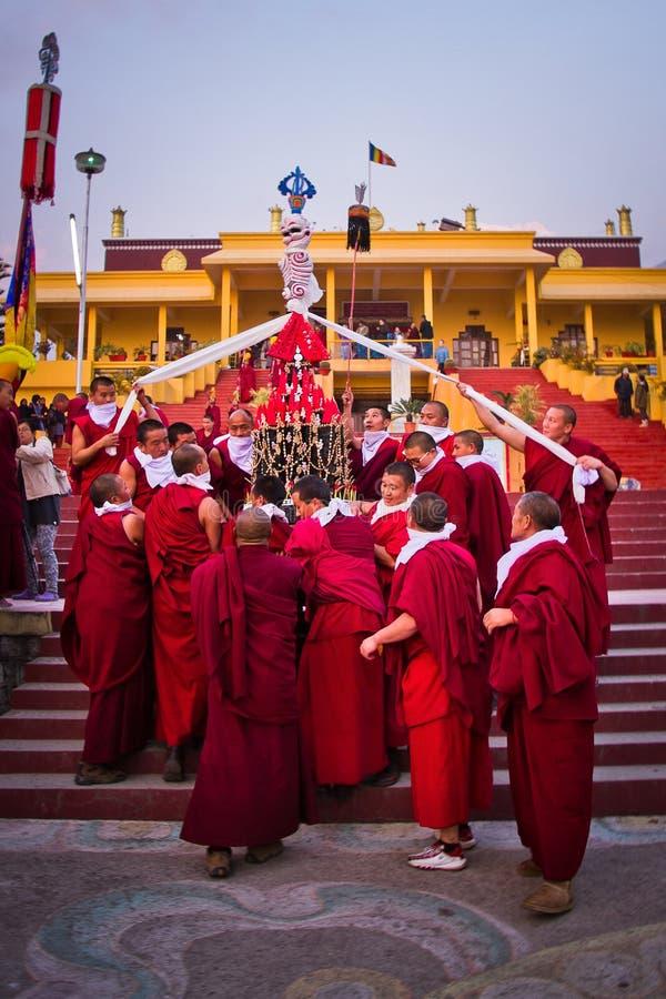 Monges budistas do monastério de Gyuto, Dharamshala, Índia imagens de stock royalty free