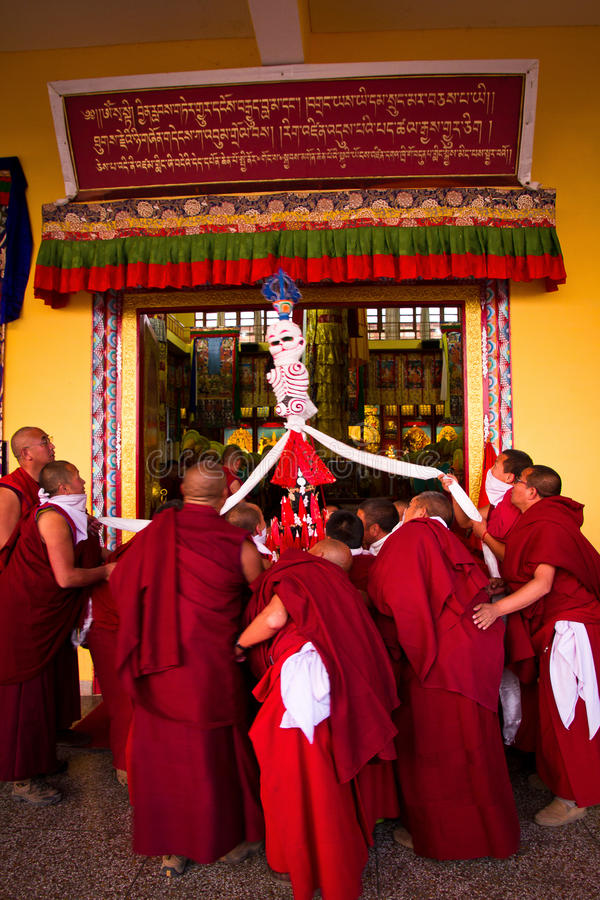 Monges do monastério de Gyuto, Dharamshala, Índia foto de stock